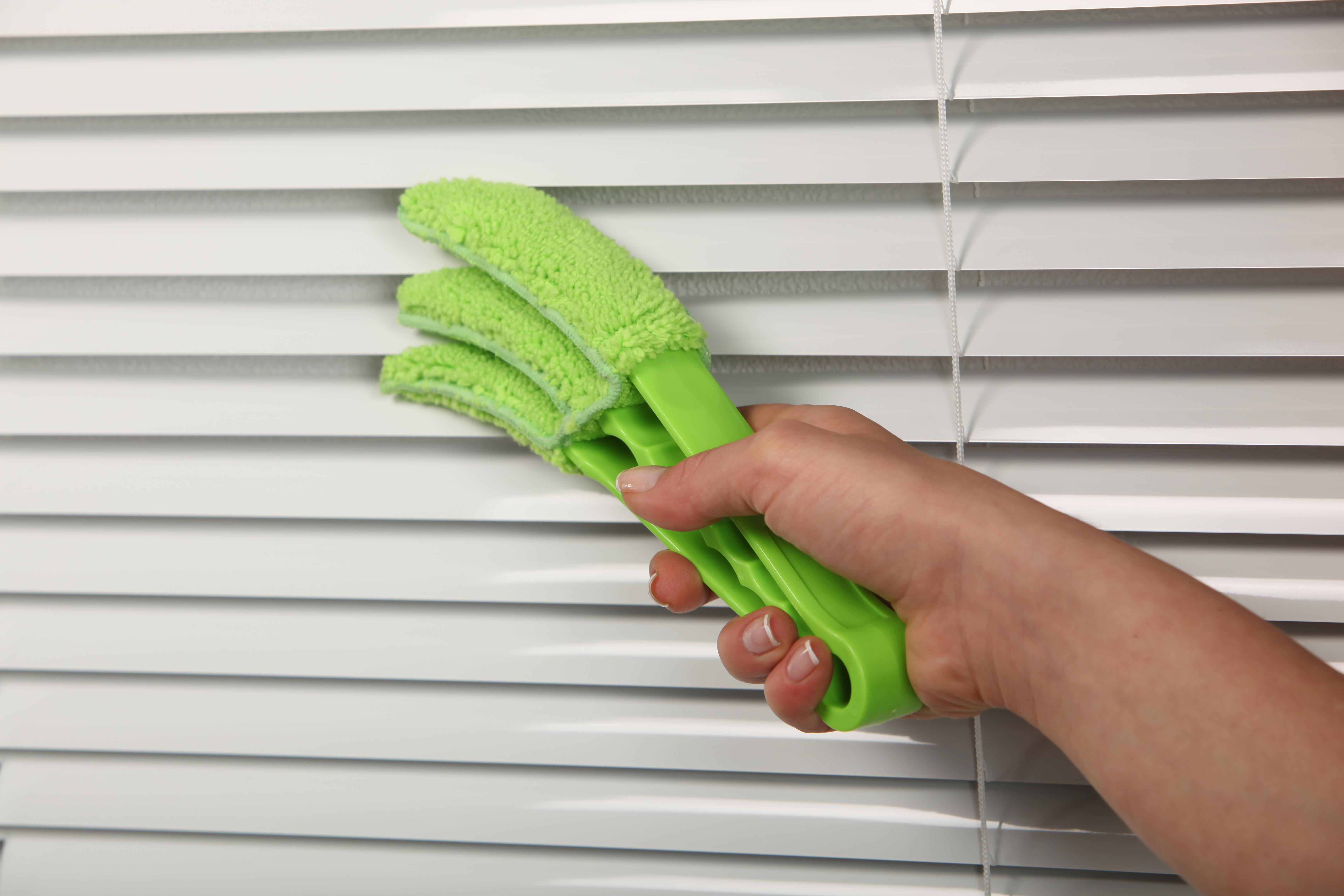 Как помыть жалюзи в домашних условиях: не снимая с окон 67