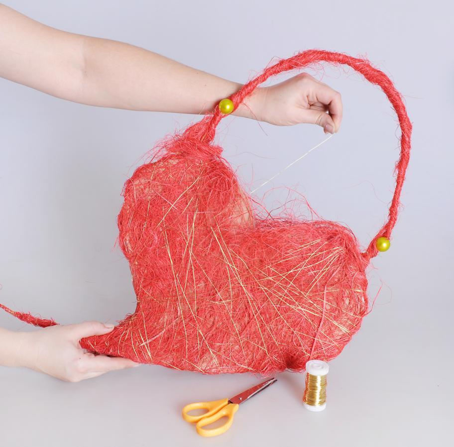 Мастер-класс: сердце-сумочка ко Дню святого Валентина www.wmj.ru