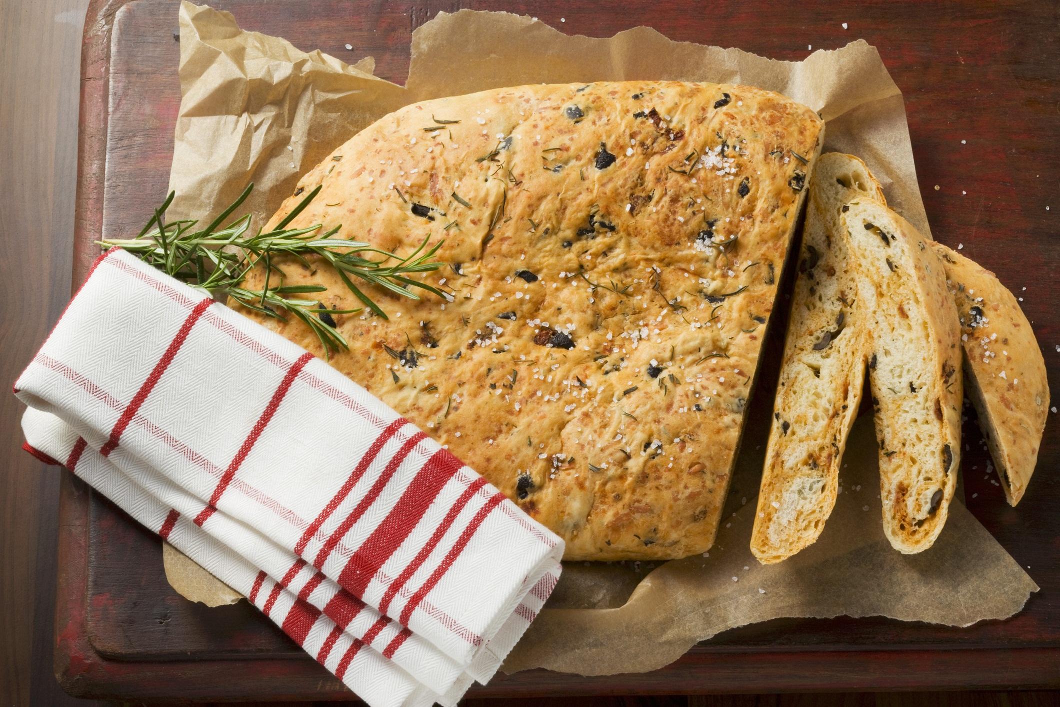 рецепты для хлебопечки с колбасой и сыром