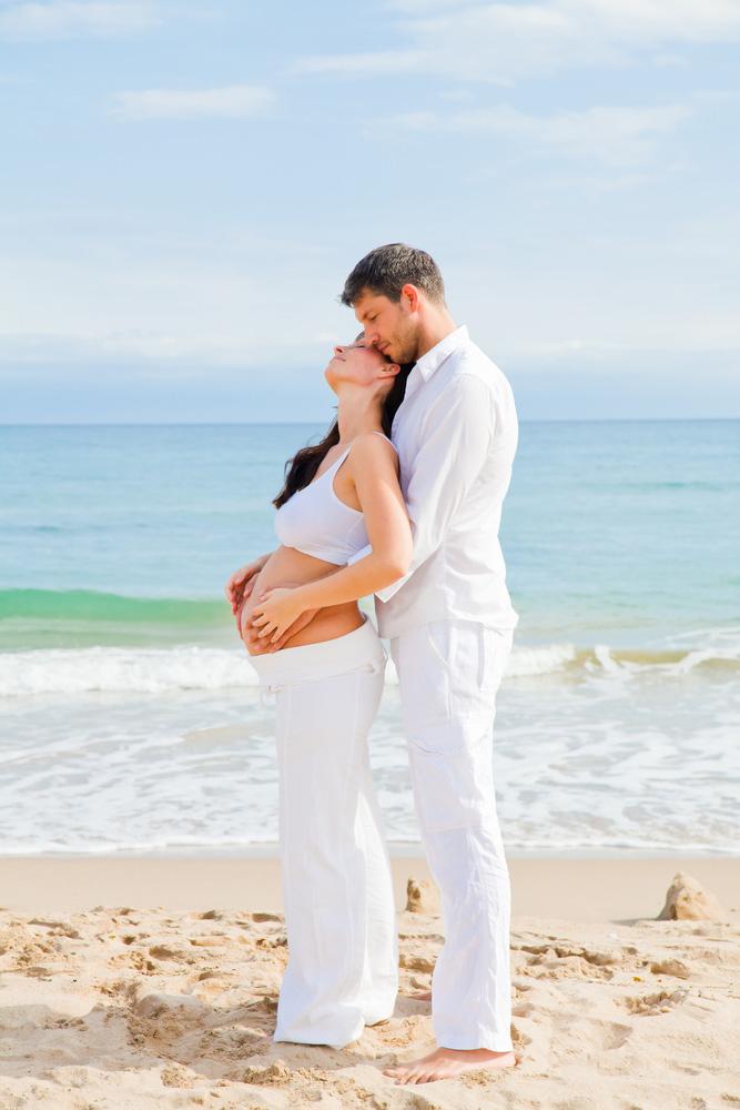 Фото беременных на пляже с мужем