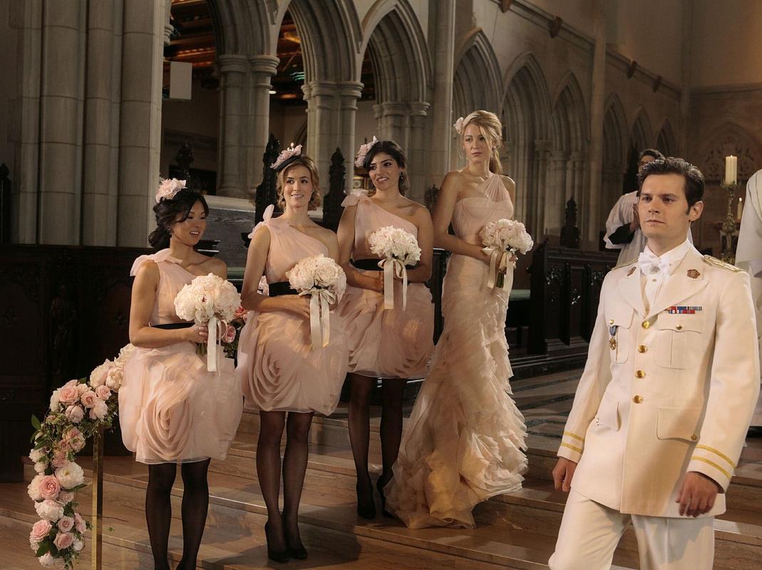51a72be9467a58e Берем огонь на себя: как выбрать платье подружки невесты?   WMJ.ru