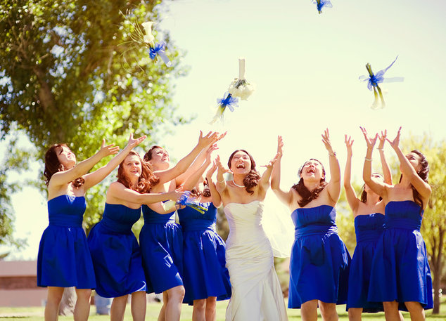 Подружки невесты в одинаковых платьях