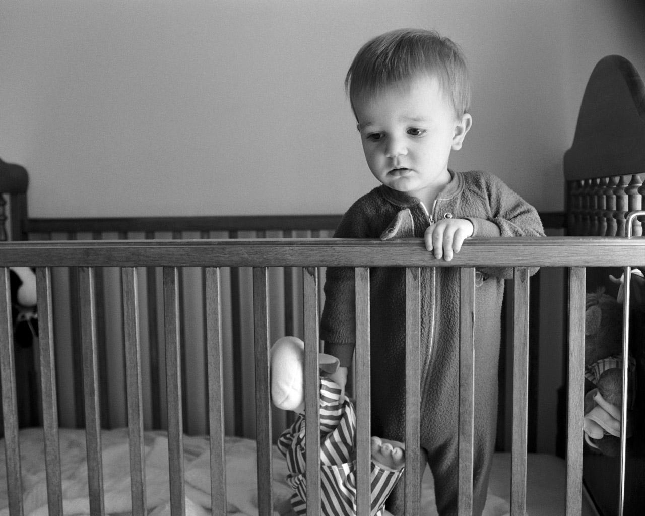 Ребенку год очень плохо спит ночью