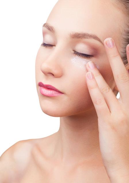 Как быстро убрать синяк под глазом — лечение кровоподтека
