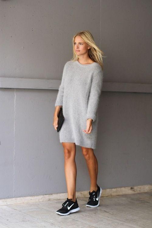 Трикотажное платье с кроссовками
