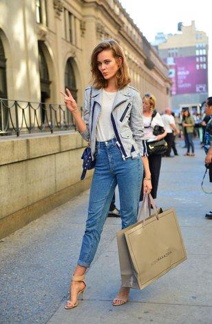 Как сидят джинсы на голой женщине фото 697-651