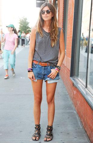 Фотки девушек в джинсовых шортах с очень большими попами фото 699-732