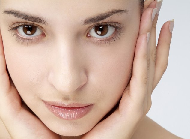 Как выровнять тон лица с помощью косметики