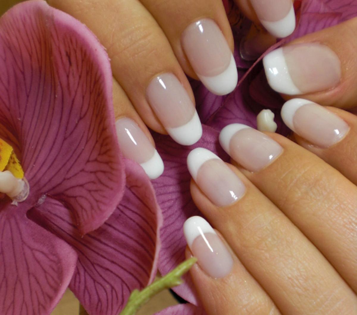Какими цветами красить ногти двумя цветами