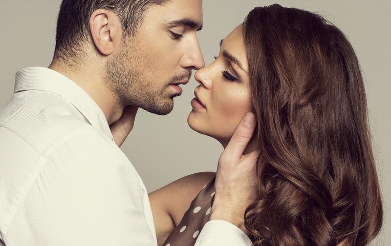 ваш первый поцелуй с мужем