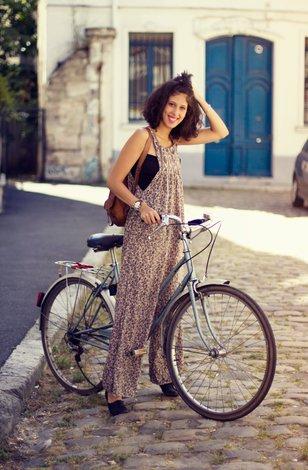 Женщина на секс велосипеде видео