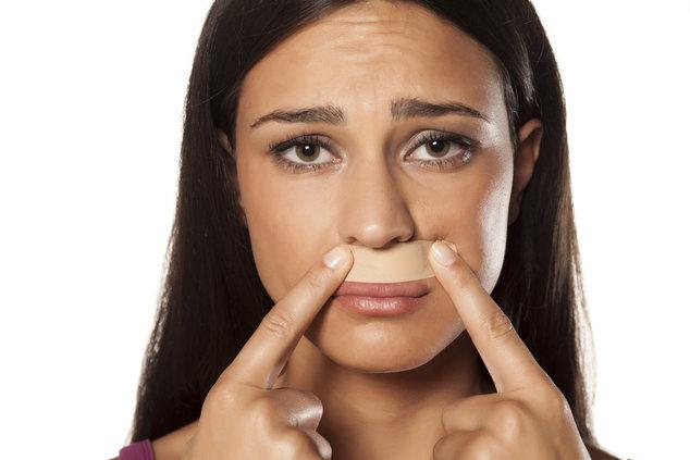 Как обесцветить усики над верхней губой? Самые эффективные методы