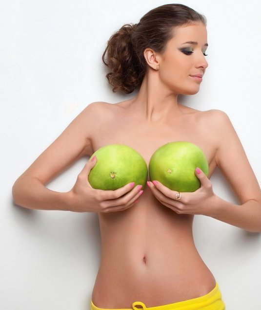 Длинная грудь 3го размера в хорошем качестве фотоография