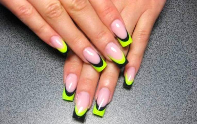 Желтый маникюр на нарощенных ногтях
