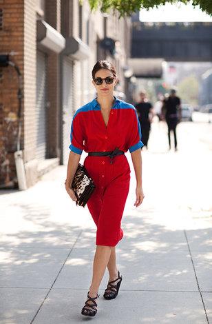 Темно синий красное платье