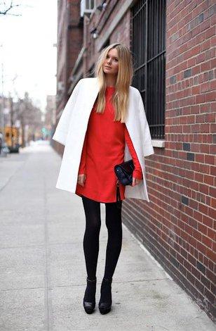 И какого цвета платье надеть белое или красное