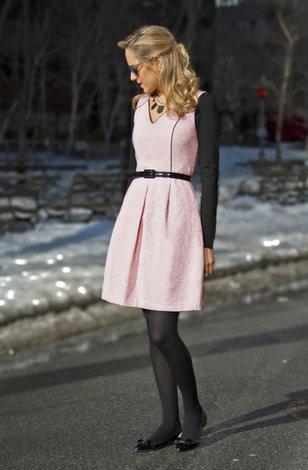 Блондинка в черных колготках нога на ногу фото 300-113