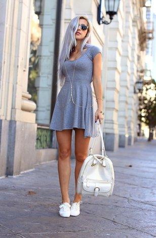 Платье и летняя обувь без каблука