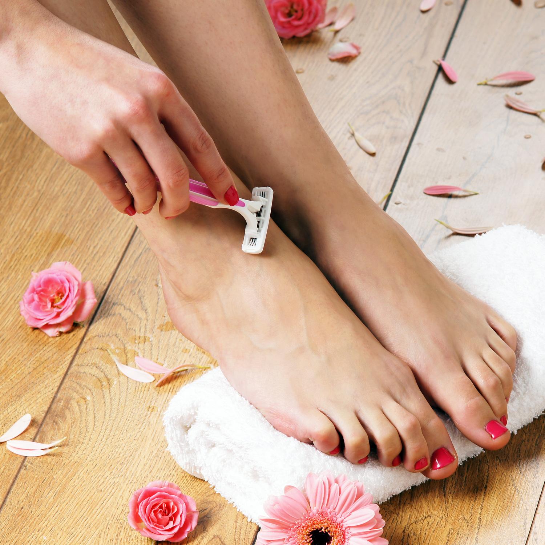 Чем побрить ноги в домашних условиях