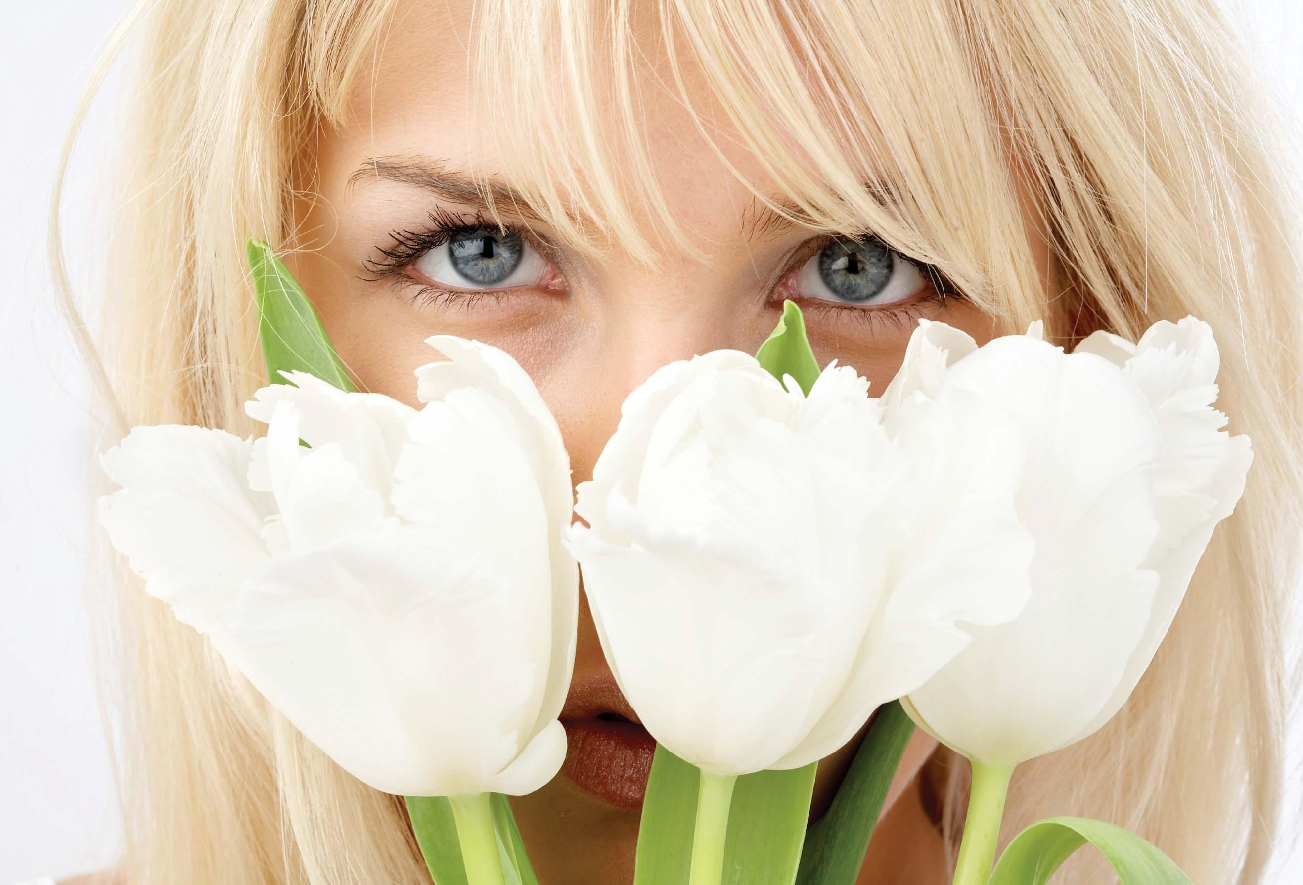 Фото на аву для девушек блондинок с цветами