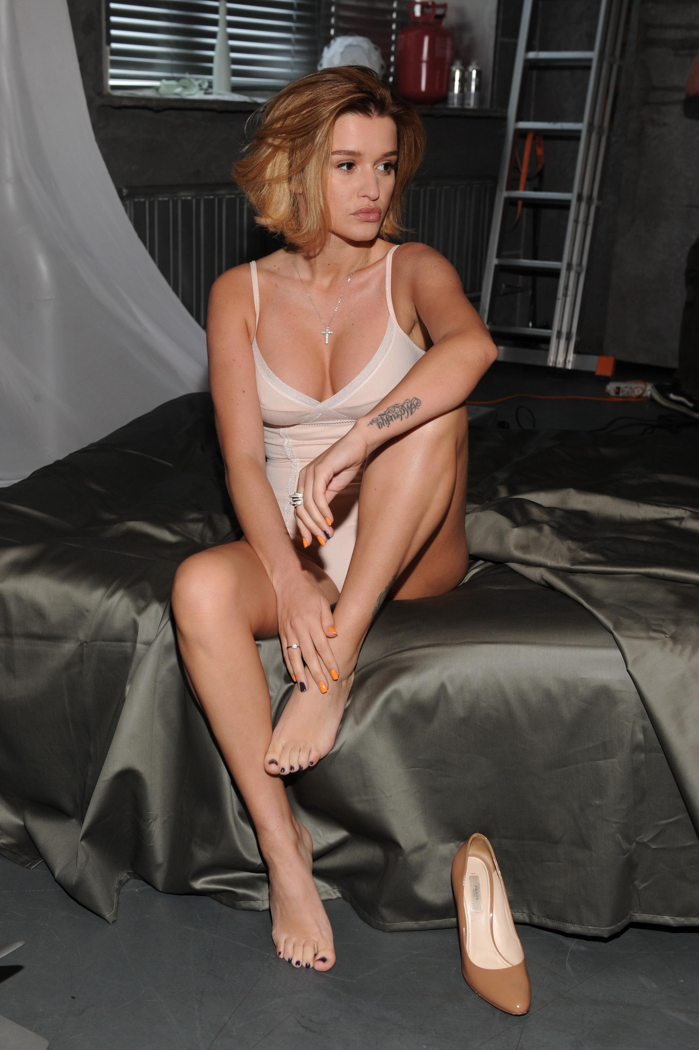 porno-roliki-seks-borodinoy-murkok-striptiz-klub