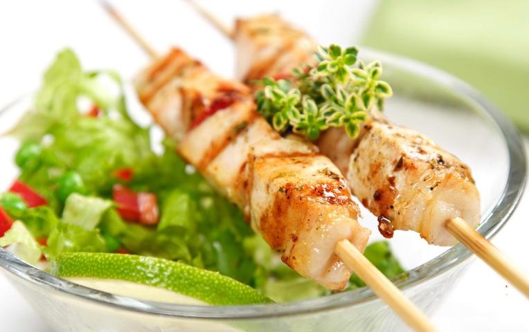 Салат мясо, курица, колбаса фото