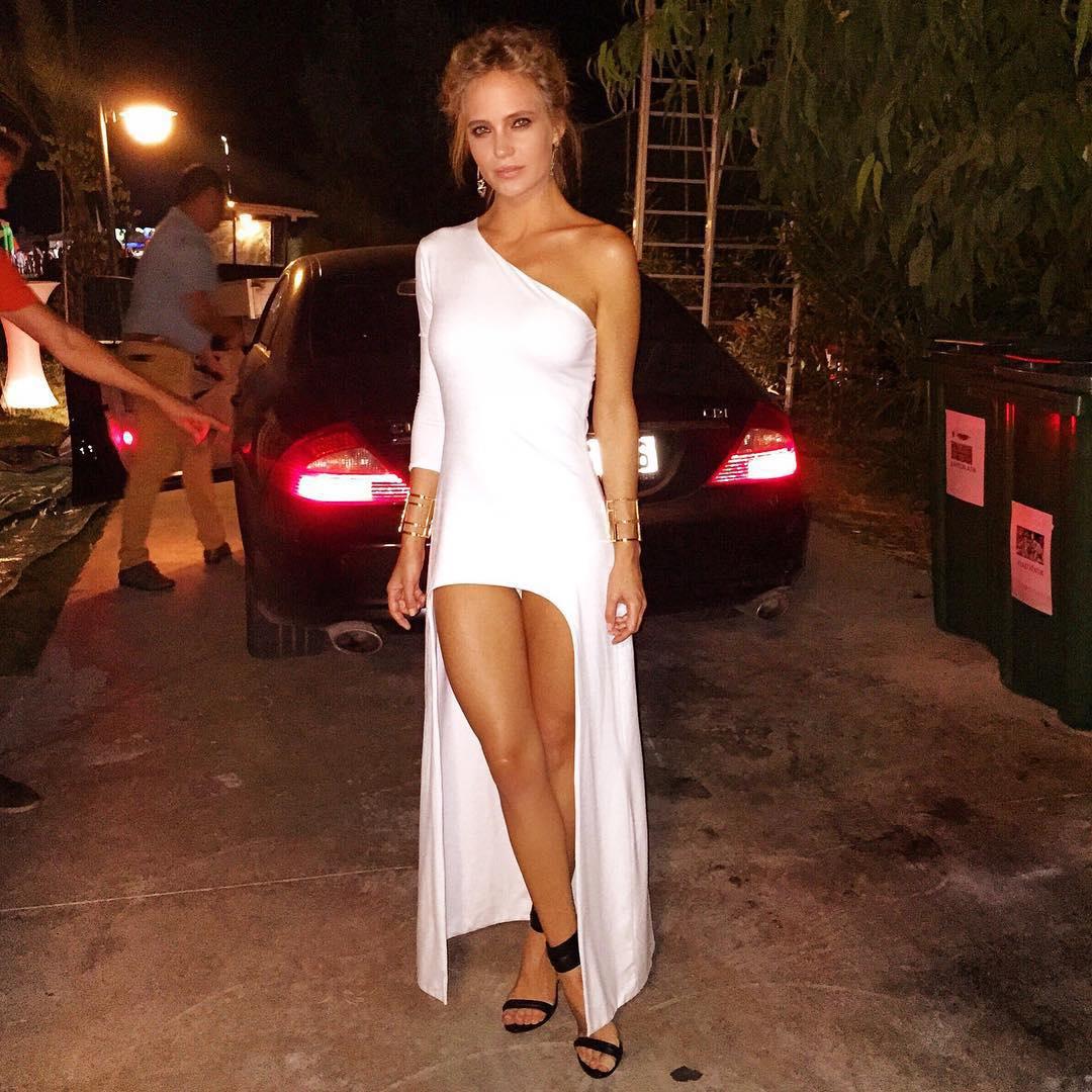 Мини платья по улице видео