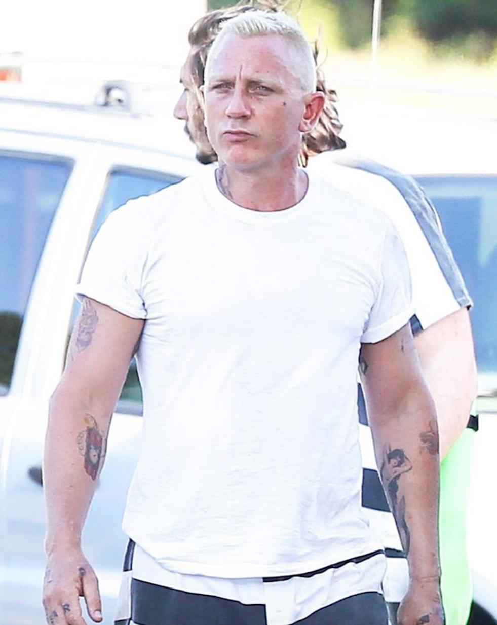 Дэниэл Крэйг стал платиновым блондином и набил тату   www ... дэниэл крэйг