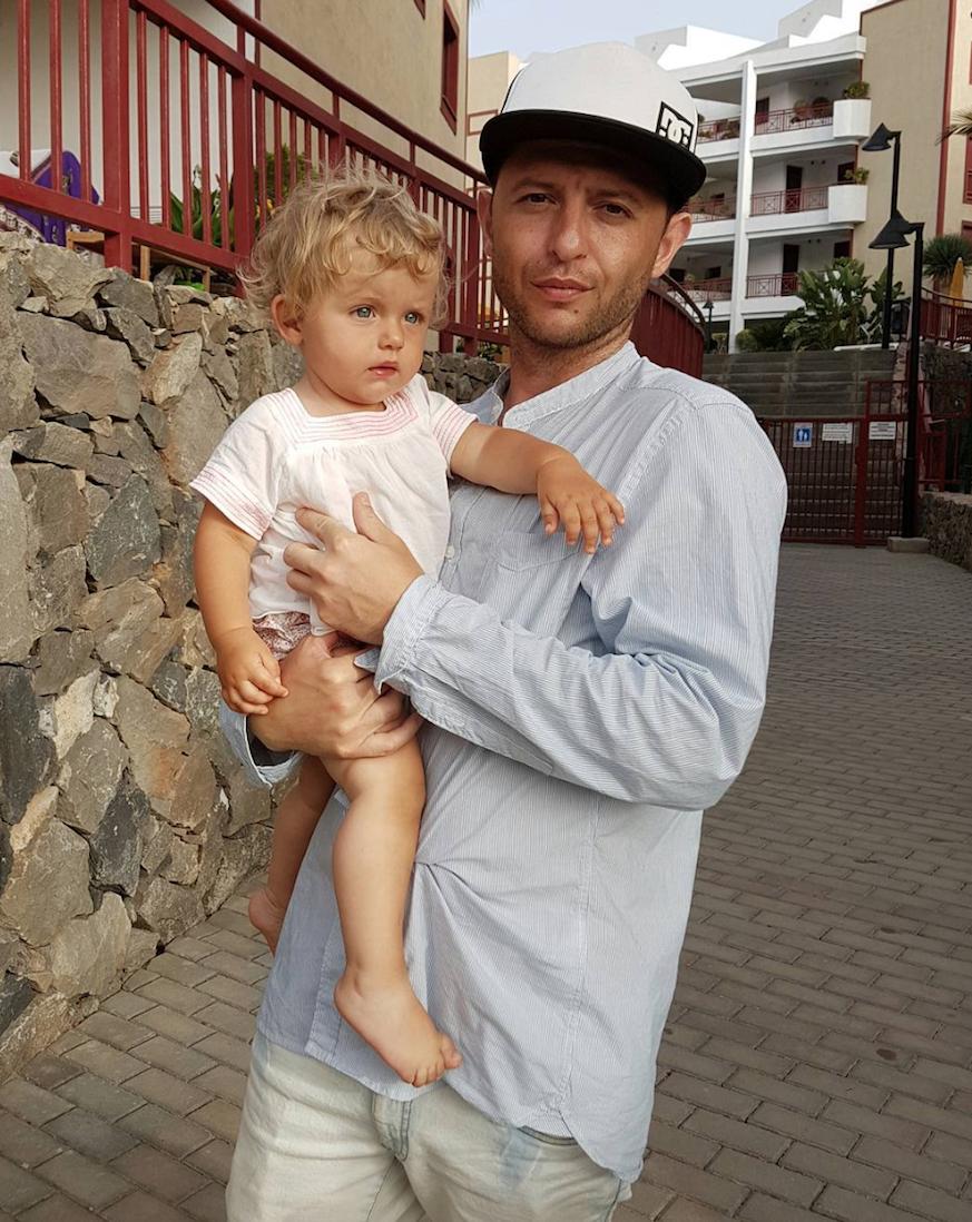 Рома зверь с женой и ребенком фото