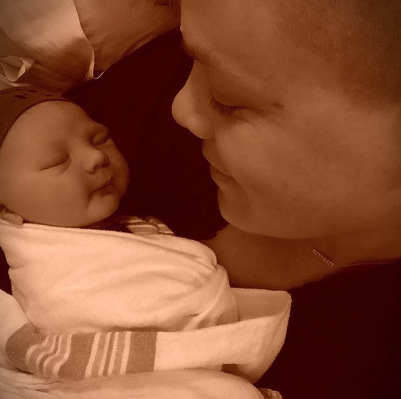 Пинк показала всему миру новорожденного сына