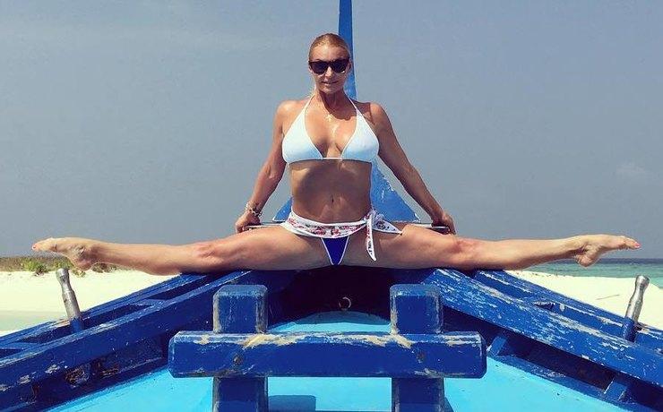 Волочкова с«раздвинутыми ногами» отправилась наМальдивы— Очередной шпагат