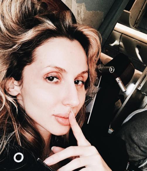 Стройная изагорелая: Анна Семенович вкупальнике дает уроки счастья и слабости