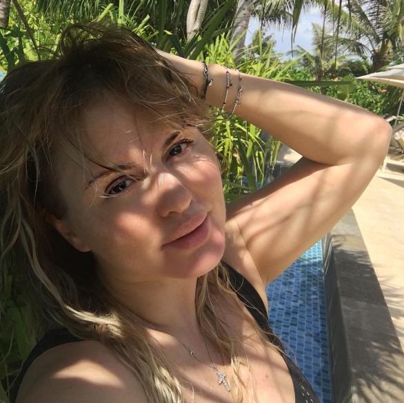 Анна Семенович блеснула формами наБали
