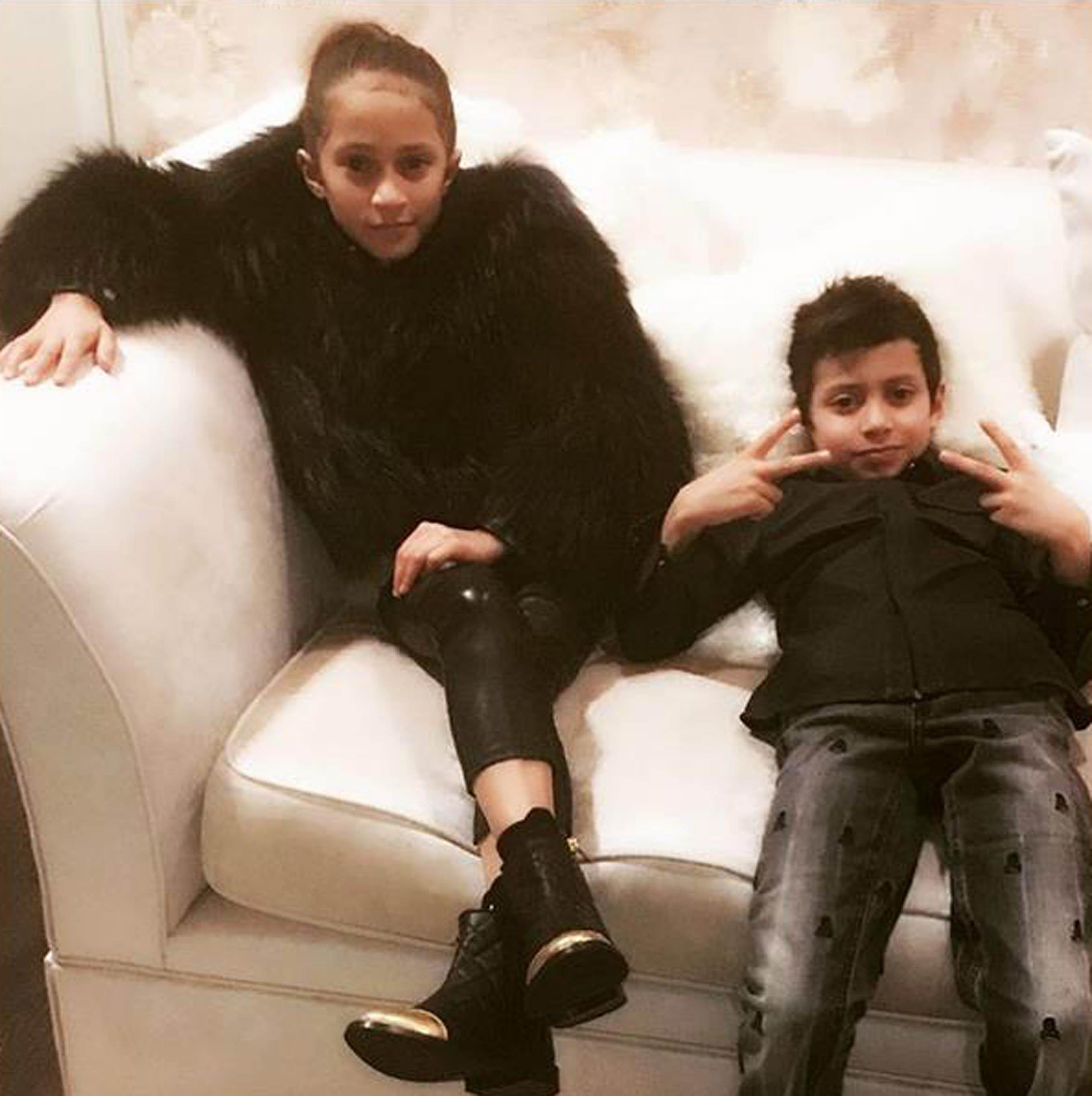 Дженнифер Лопес познакомила Дрейка ссобственными детьми— Все достаточно серьезно