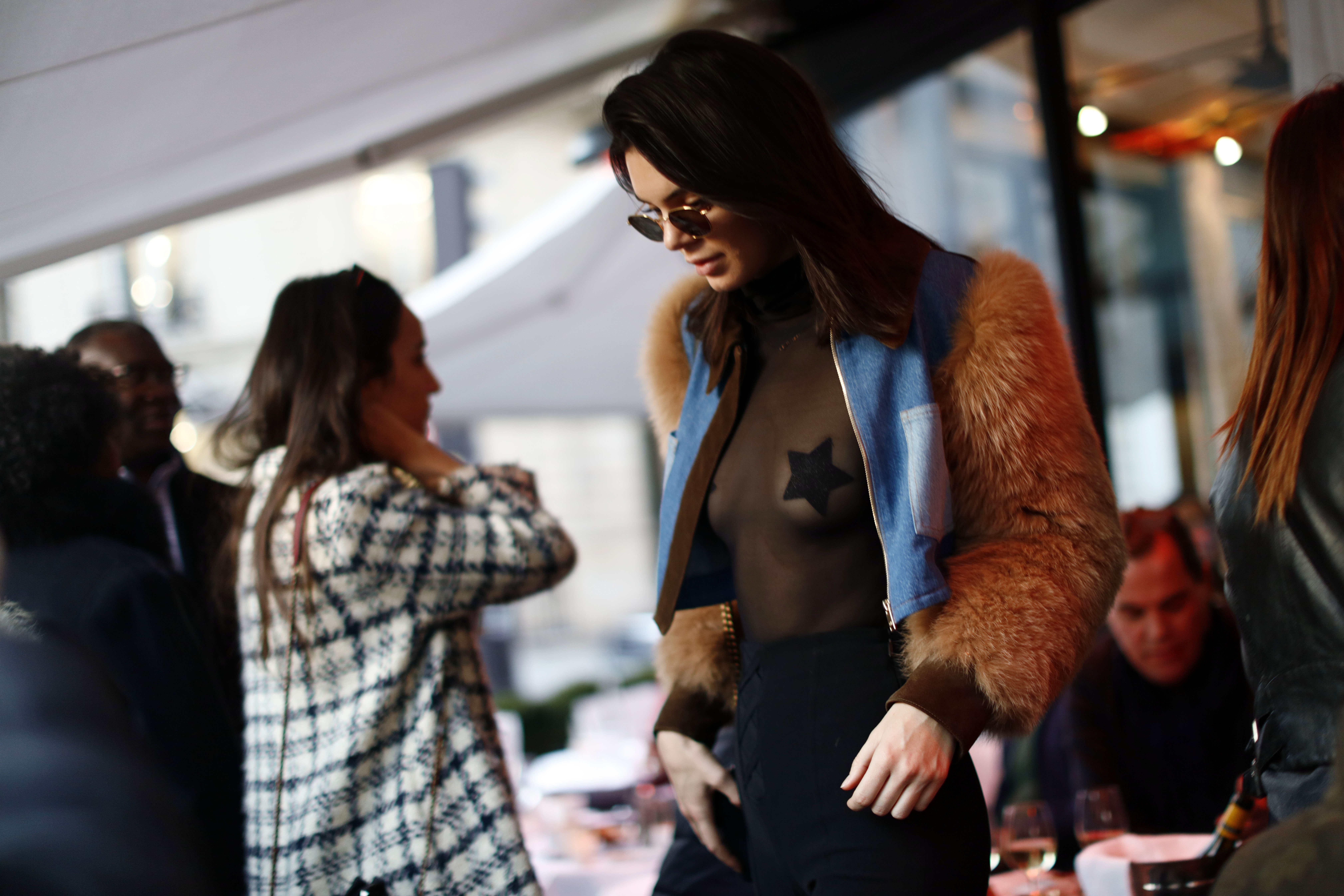 Скандальная топ-модель Белла Хадид вышла всвет без нижнего белья