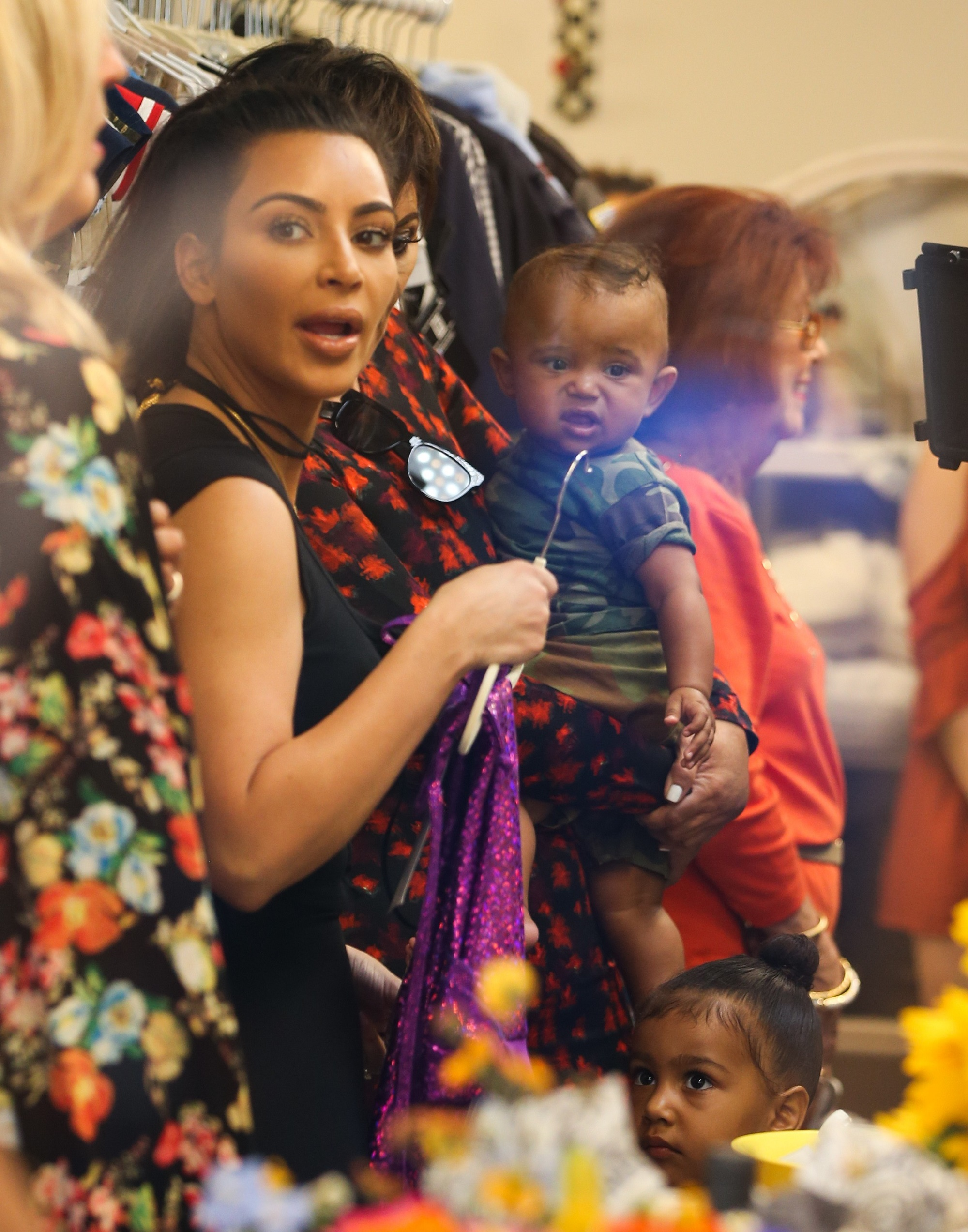 Ким Кардашьян иКанье Уэст запустили детскую линию одежды