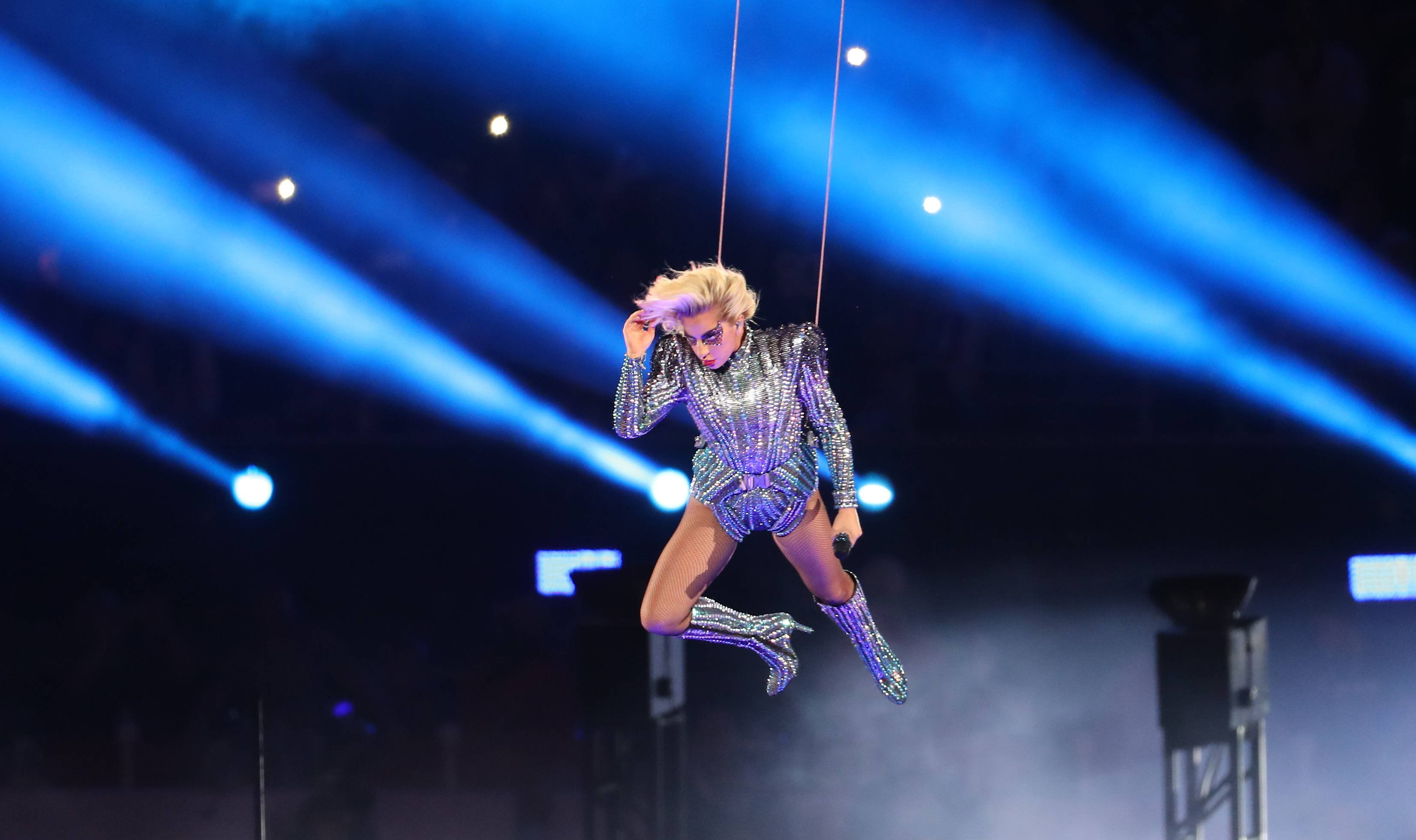 Леди Гага стремя сотнями дронов покорили болельщиков Супербоула