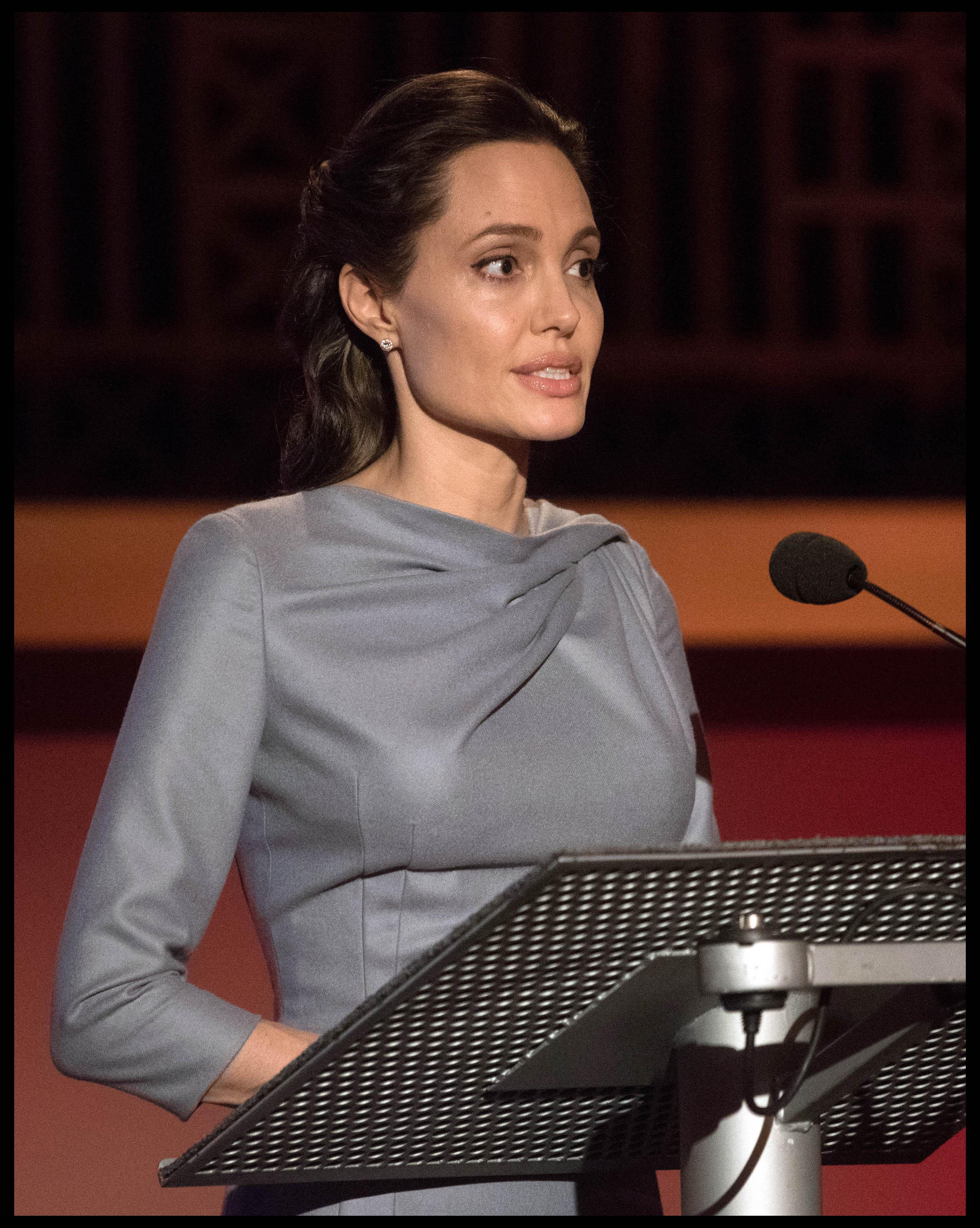 Анджелина Джоли желает усыновить седьмого ребенка