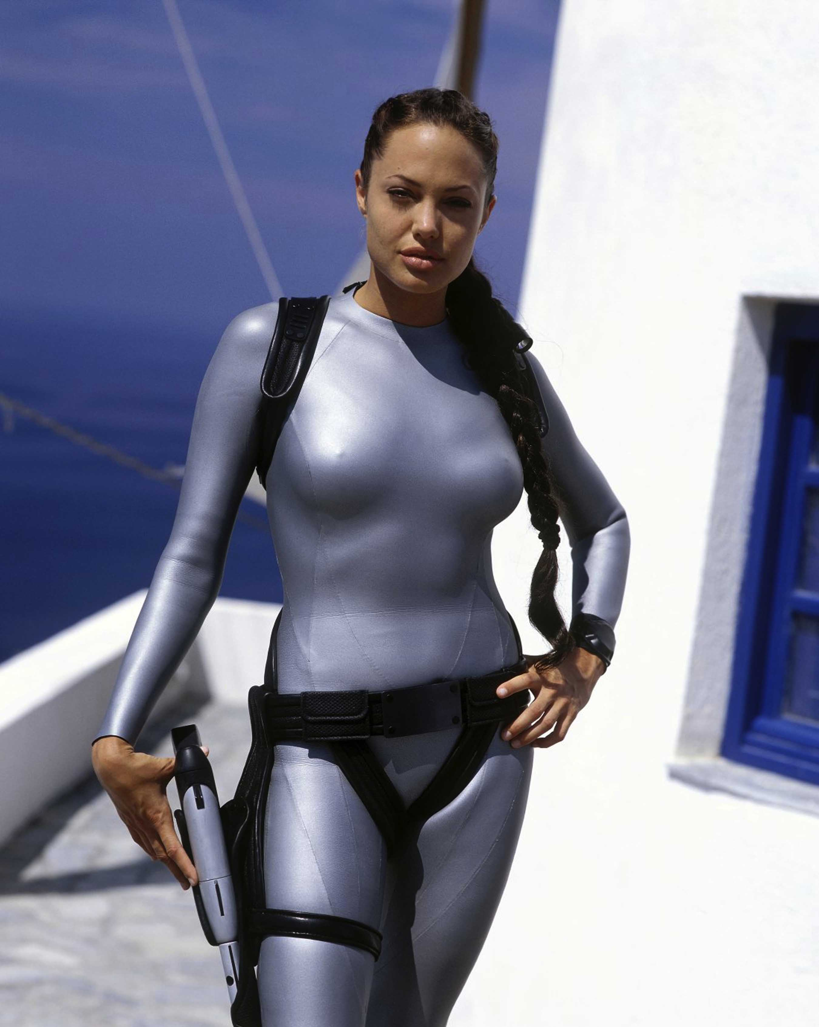 Алисия Викандер насъемках новейшей «Лары Крофт»: первые кадры