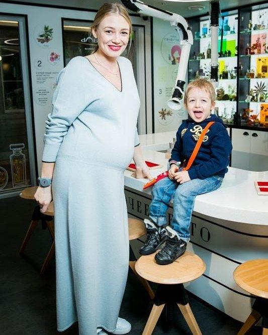 Как выглядит 29-летняя Оксана Акиньшина после третьих родов