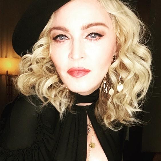 Мадонна удочерила 2-х девушек изМалави