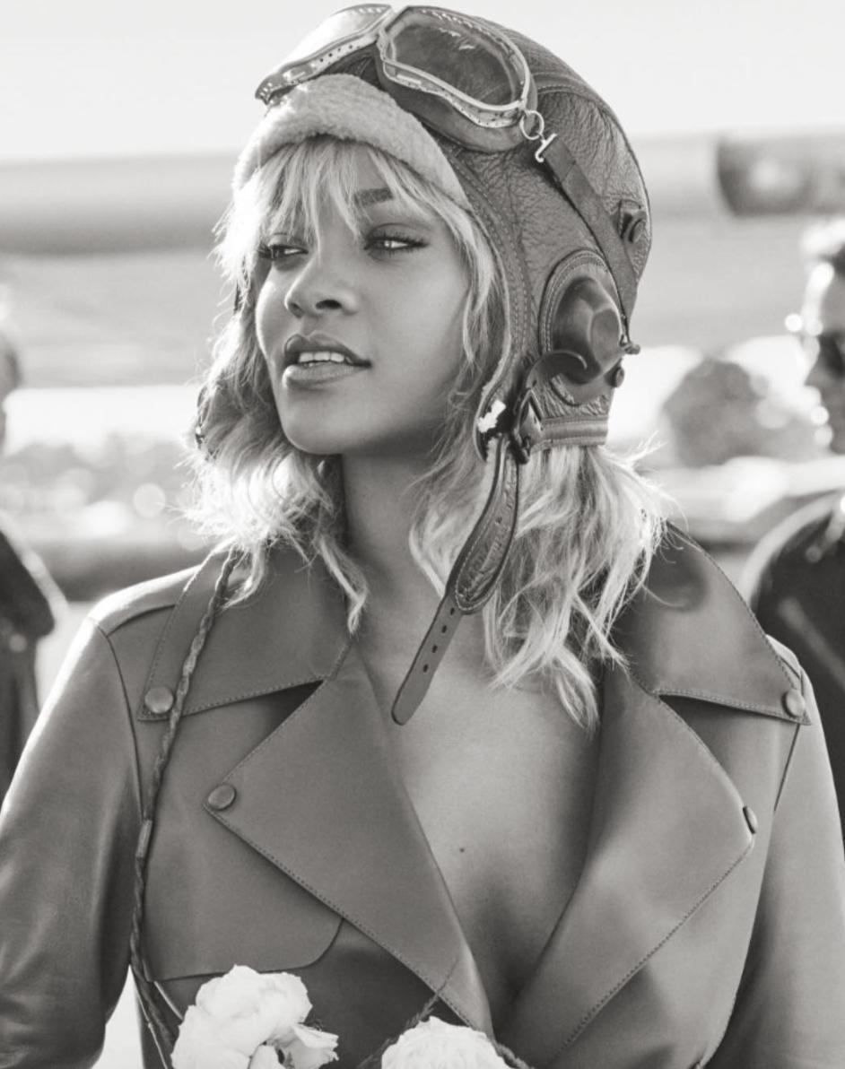 Рианна украсила обложку глянцевого издания Harper's Bazaar вобразе роковой блондинки