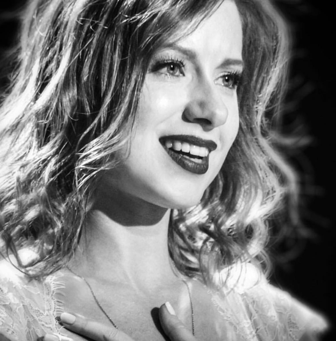 Эстрадная певица Юлия Савичева впервый раз стала матерью