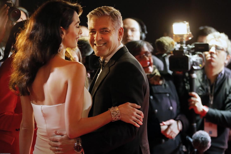 Беременная Амаль Клуни впервый раз  вышла всвет сокруглившимся животом