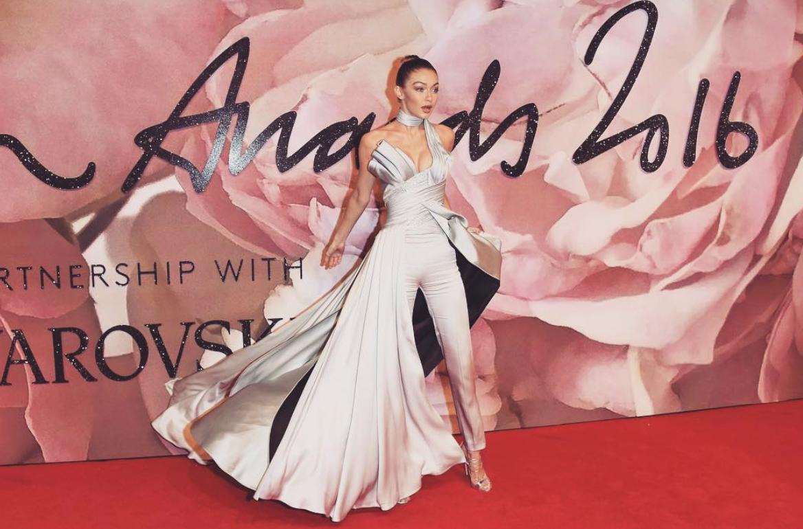 Джиджи Хадид украсила первую обложку Vogue Arabia