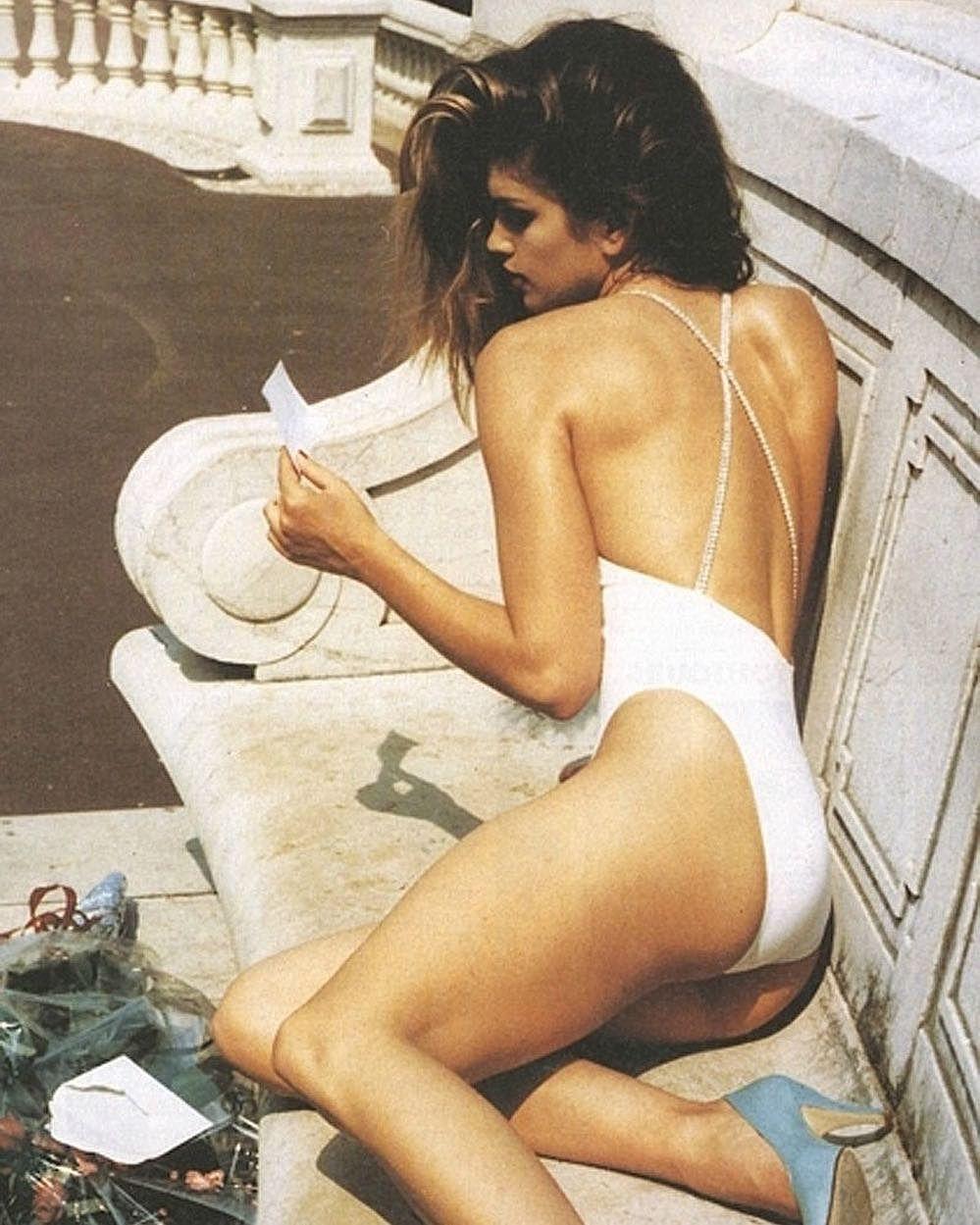 Синди Кроуфорд показала идеальное тело вкупальнике