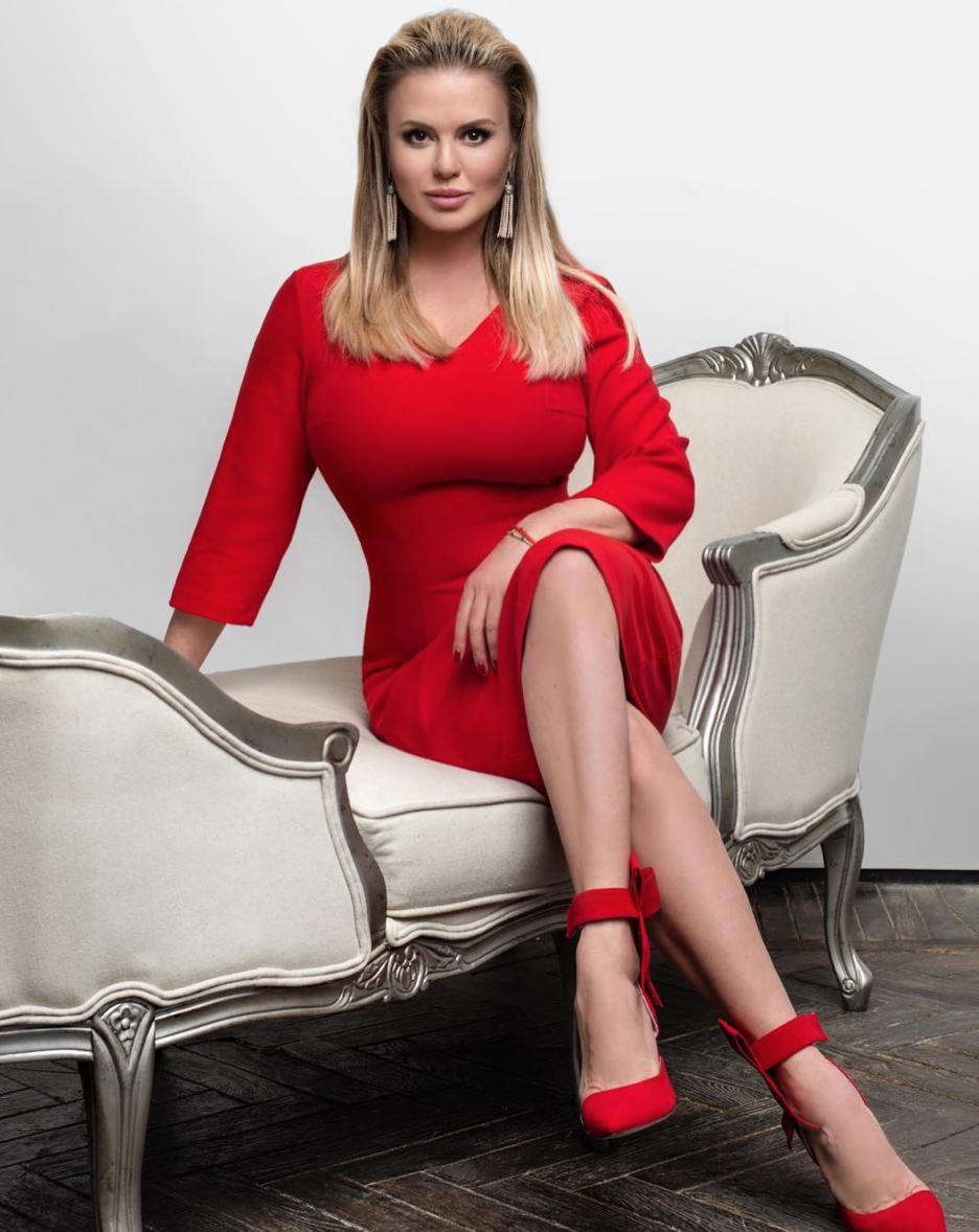 Обнаженная Анна Семенович стала «лицом» секс-чата