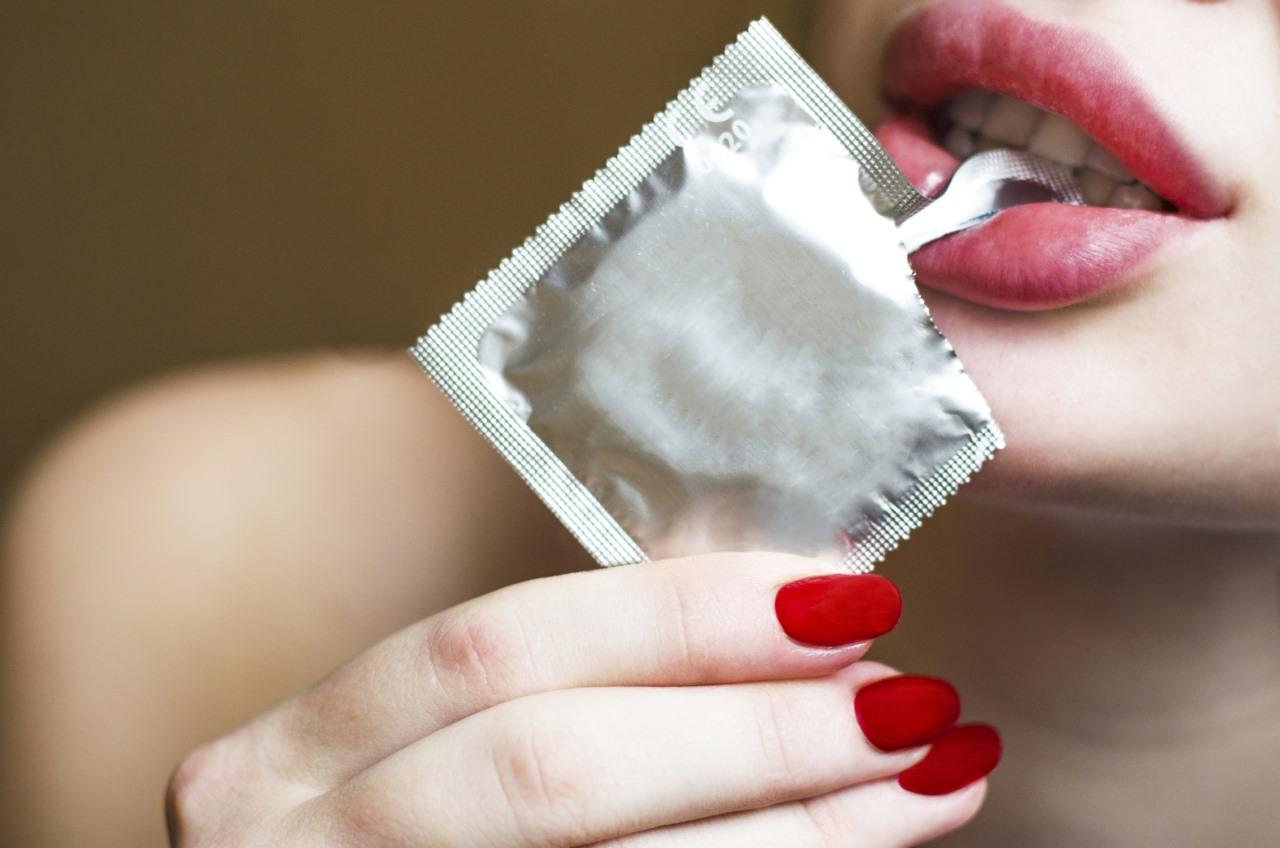 Одевают презерватив ртом порно онлайн6