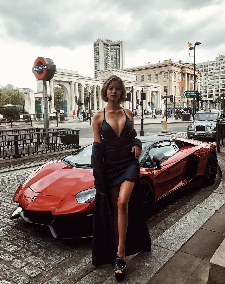 Алеся Кафельникова увеличила грудь?