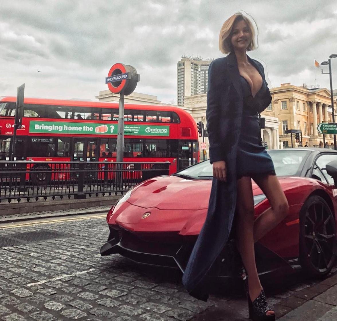Дочь теннисиста Кафельникова сразила Инстаграм собственной грудью иоткровенным нарядом
